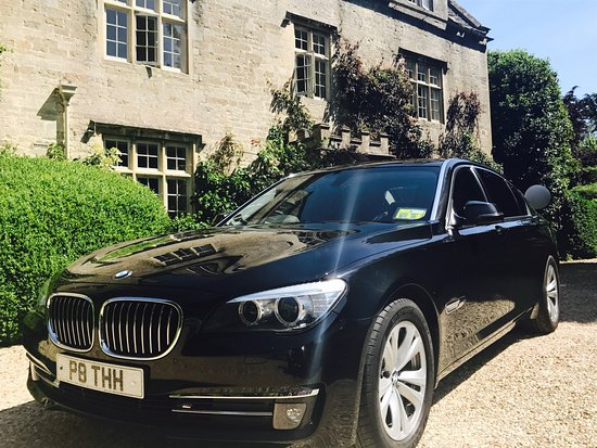 Cirencester, UK: EXPERT AND AFFORDABLE AIRPORT TRANSFER SERVICE