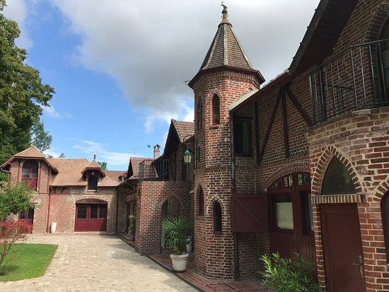 Bray-et-Lu, France: les Anciennes Écuries