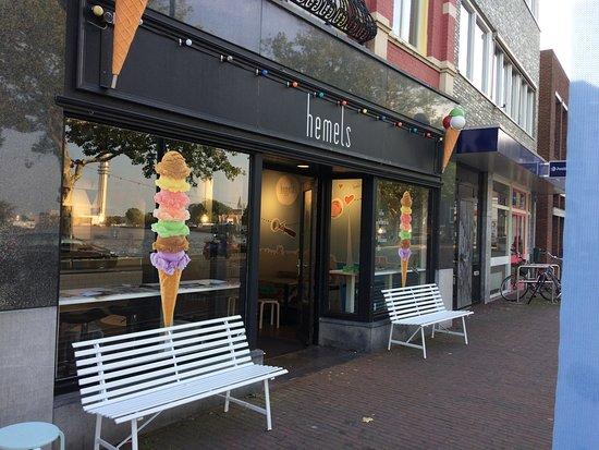 Wormerveer, เนเธอร์แลนด์: The outside of the ice cream shop