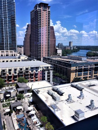W Austin: Gorgeous view over Lady Bird Lake and the hotel pool below