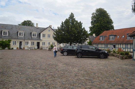Best Western Hotel Knudsens Gaard: Courtyard