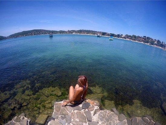 Búzios, RJ: Seguindo as pedras há uma vista linda da vida marinha.