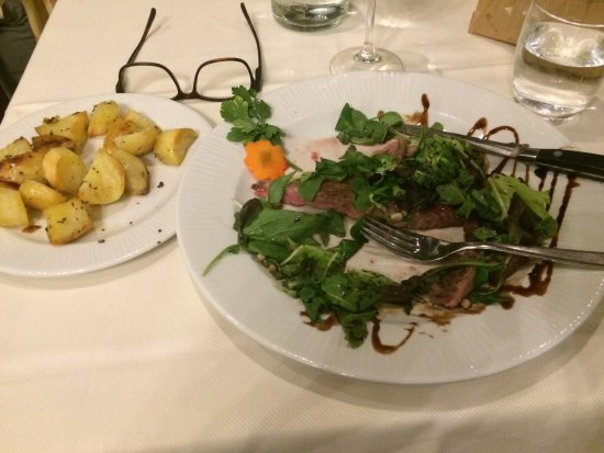 Ristorante Le Fonticine: This dish was a thinly sliced beef in greens with delicious roasted potatoes