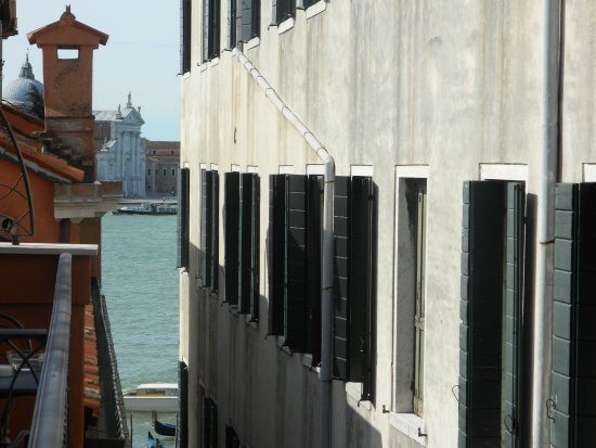 Hotel Savoia & Jolanda: la vue de la chambre sur le grand canal