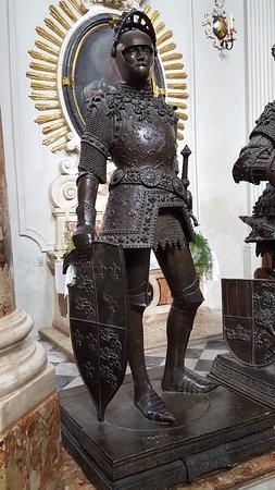 Hofkirche : Le roi Arthur !