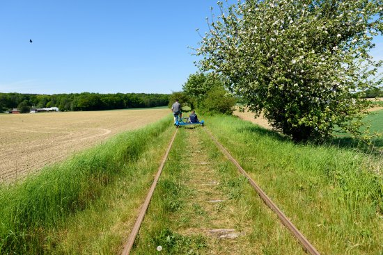 Genarp, Σουηδία: Past the fields