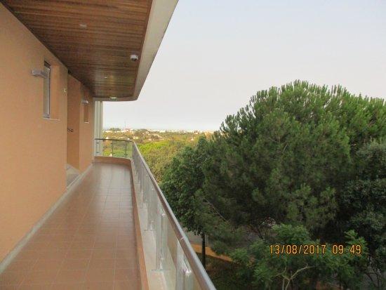 Hotel Apartamento Balaia Atlantico: l'entree de votre appartement couloir exterieur chambre 301