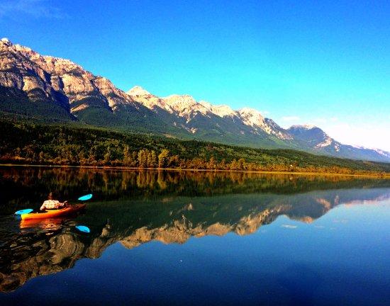 Golden, Kanada: Take a moment to kayak among the Columbia mountains
