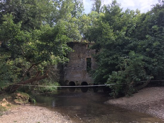 Castelnau-Riviere-Basse