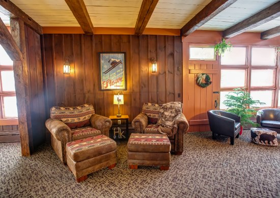 Hob Knob Bar & Lounge: Lounge