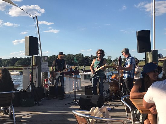 Marshfield, MA: Roht Marine likes to have Reggae playing - like this live band