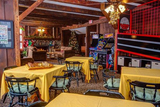Hob Knob Bar & Lounge: Game Room