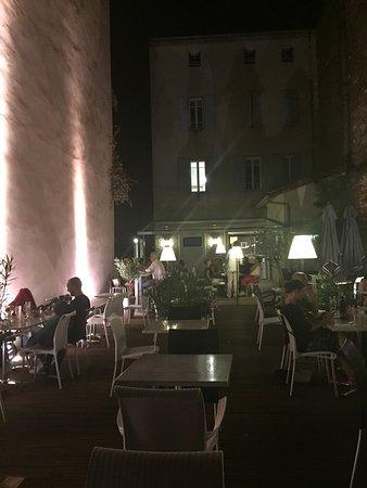 Terrasse Magnifique Donnant Sur Le Parvis De La Cathédrale - Le bruit en cuisine albi
