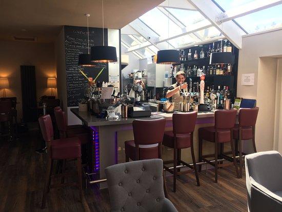 Dalton, UK: The Tasting Rooms, the bar