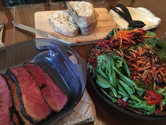 Media, Πενσυλβάνια: take home wonderful dinner- smoked beef brisket, fresh salad, and large loaf of Sourdough bread
