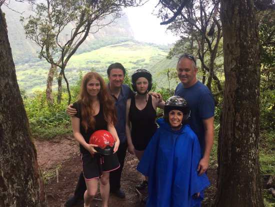 Kukuihaele, Havaí: Incredible experience, wonderful mud puddles and views, awesome guides and staff that made us fe