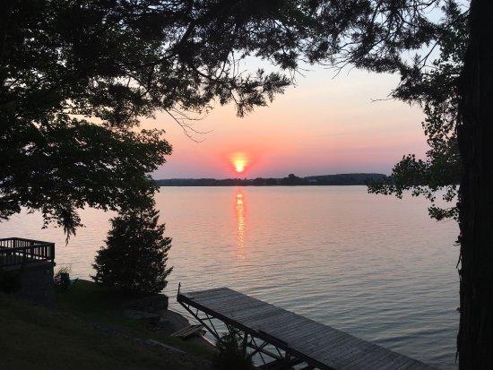 Cherry Valley, Kanada: Chalet, bord du lac, global view