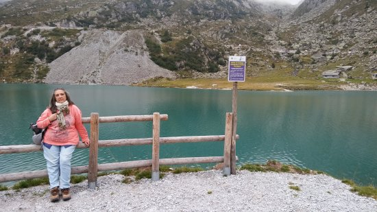 Мадонна-ди-Кампильо, Италия: Un laghetto magnifico a 1 passo da Campiglio