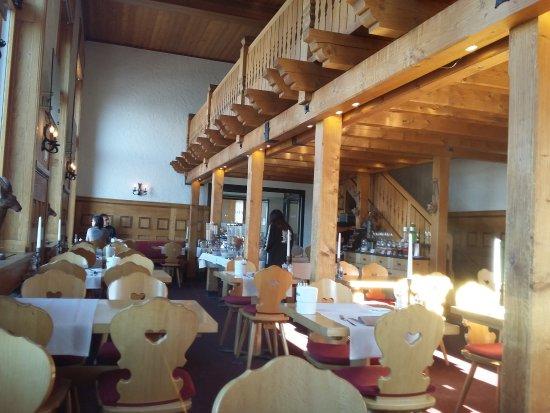 3100 Kulmhotel Gornergrat: Main dining room at breakfast