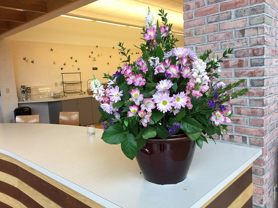Prince Conference Center at Calvin College: Fresh florals at the desk