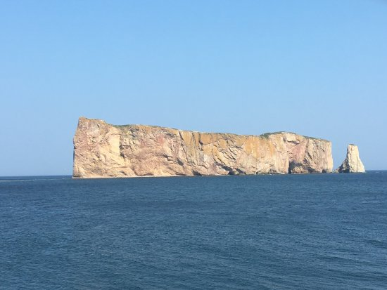 Pierced Rock (Rocher-Percé): Majestueux!
