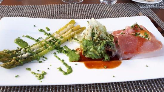 Le Restaurant Panoramique : asperges vertes oeuf et jambon sec