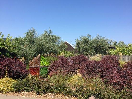 Truett Hurst Winery: Entry to Truett-Hurst