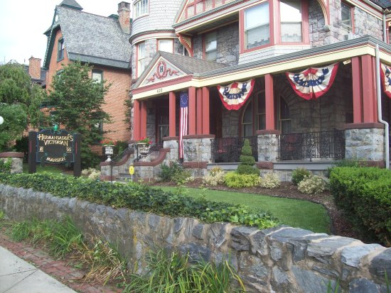 Columbia, PA: Front exterior of my licensed bed and breakfast.