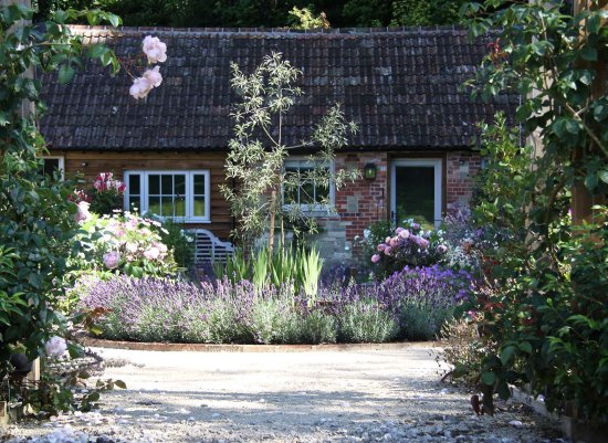 East Knoyle, UK: The Courtyard