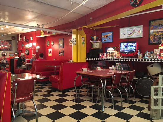 Incroyable Planet Java Diner: Fun Old School Interior
