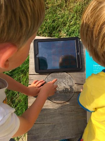 Barenton, Francia: The iPad with games and videos