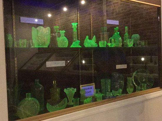 Ballston Spa, NY: Uranium glass that glows!