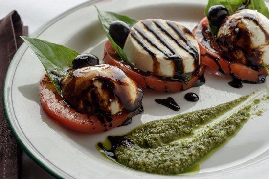 Via Emilia Italian Restaurant: Insalata Caprese