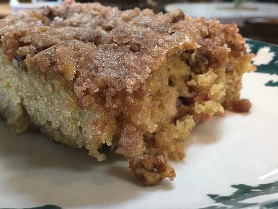 Whitewood, Νότια Ντακότα: Our rhubarb coffee cake --- Served in season