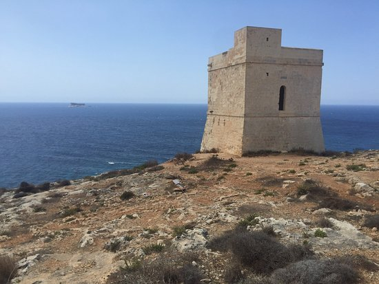 Кренди, Мальта: One of 13 coastal watch-towers built in 1658-59 for defense of Muslim corsair invasions.
