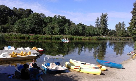 Elliant, Francia: Pond for canoes and pedalos
