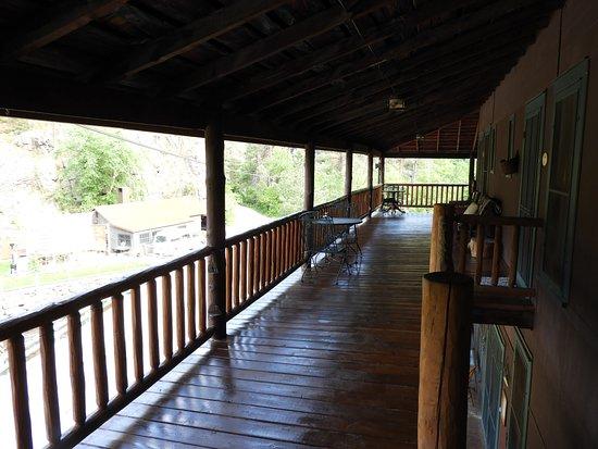 Hisega Lodge : Outside our room - beautiful porch