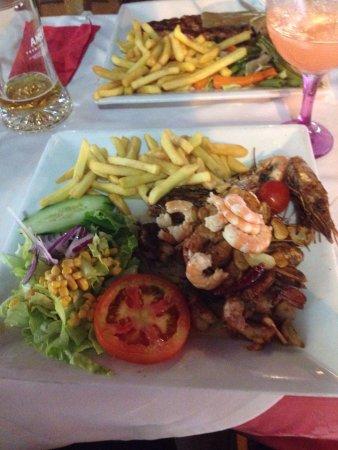 El Pescador 11 Restaurant: Zooitje garnalen op Mn bord wat niet eens lekker was, maar wel prijzig. Cocktail was prima.