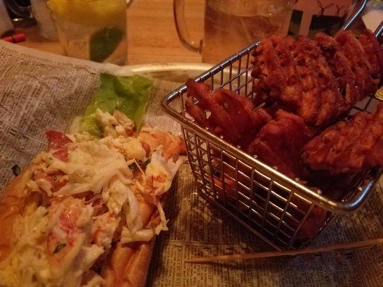 โคห์เลอร์, วิสคอนซิน: Lobster roll and sweet potato waffle fries
