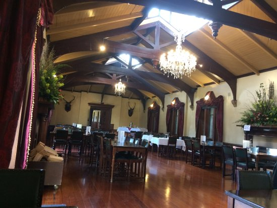 Larnach Castle & Gardens: Here we enjoyed high tea (reservation recommended/required). Menu avail a la carte.