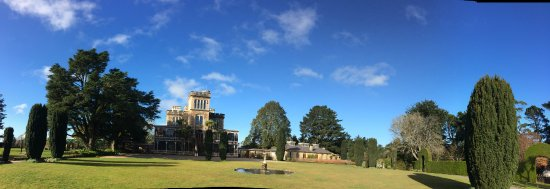 Larnach Castle & Gardens: Panoramic view of castle from the front