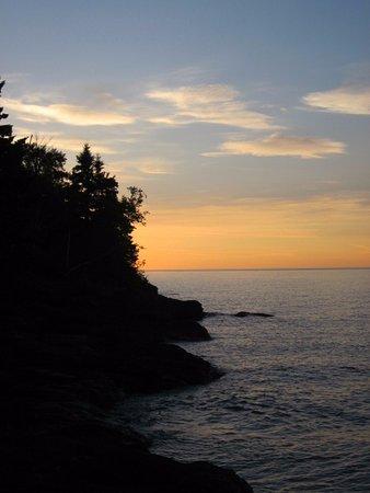 Thomsonite Beach Inn & Suites: Sunrise
