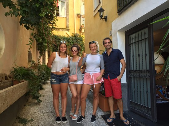 Bed & Breakfast Catania Globetrotter: Our group and the host Daniele, great experience!