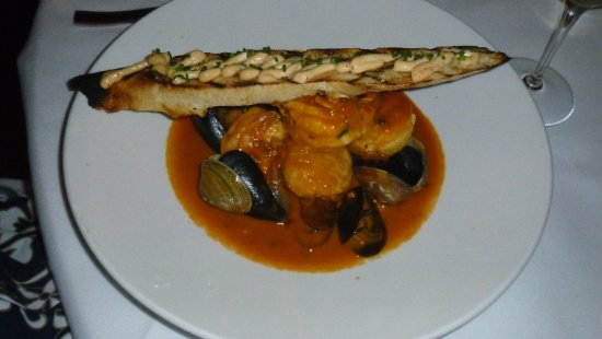 Clayton, MO: Portugese style clams with crostini