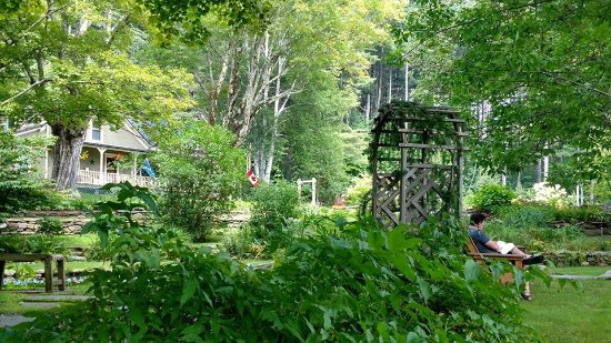 Warren, VT: Relaxing in the garden - a quiet place to read and enjoy the scenery