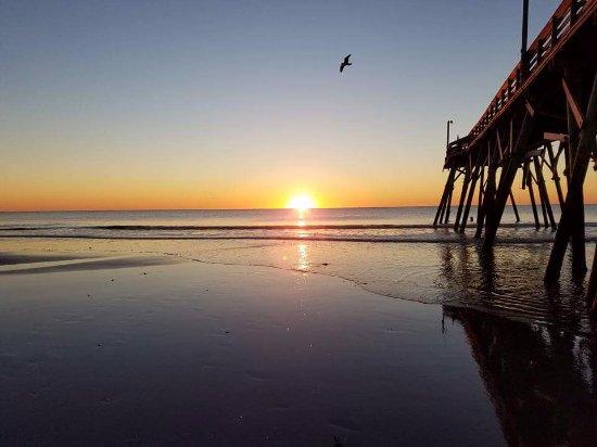 Surfside Beach Oceanfront Hotel: The pier, even after hurricane damage.