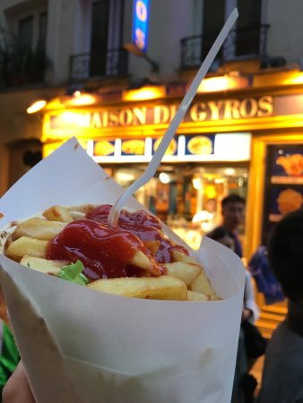 Maison de Gyros: A vegetarian wrap with chips, pita, sauce, tomato, lettuce, Greek sauce.