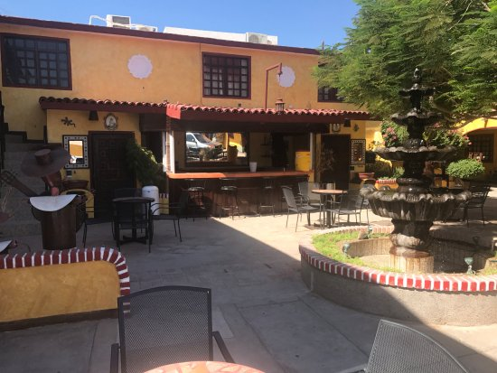 Los Algodones, México: Bar courtyard but no booze. Bring your own. Lots dined here