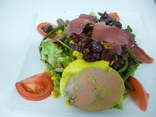 Salade landaise foie gras maison cuit au torchon gesier et - Foie gras au torchon maison ...