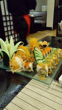 Tanoshii Restaurant Japones: Variedad de sushi.